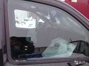 Переднее прав. стекло на Nissan Pathfinder 2005 г